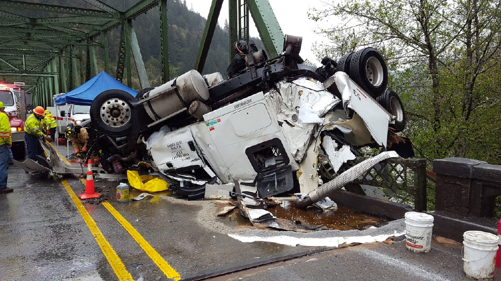 Seattle truck driver trapped in spectacular Ore  bridge crash | KHGI