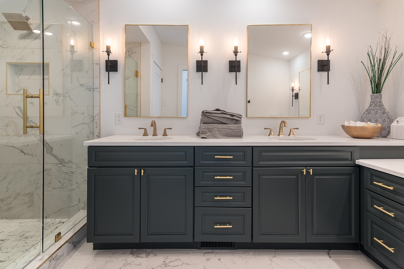 The home was featured on the OTR Home Tour in December of 2018. The master bathroom includes more counter space than anyone could ever hope to have. The toilet sits behind a door for privacy. / Image: Phil Armstrong, Cincinnati Refined // Published: 2.4.19