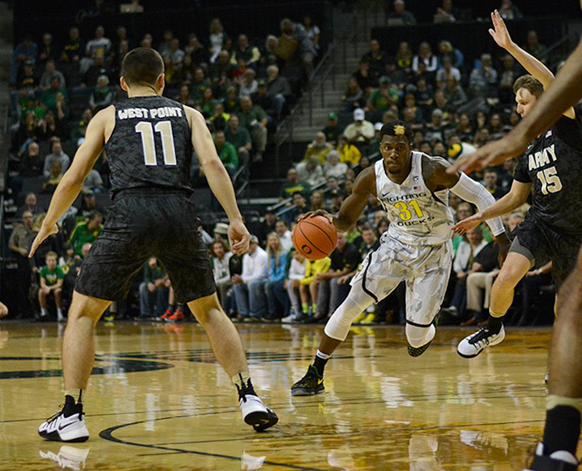 Ducks' Dylan Ennis (#31) looks to drive to the basket for the lay up. In front of a sold out crowd, Oregon defeated Army 91-77 on opening night. Photo by Jacob Smith, Oregon News Lab