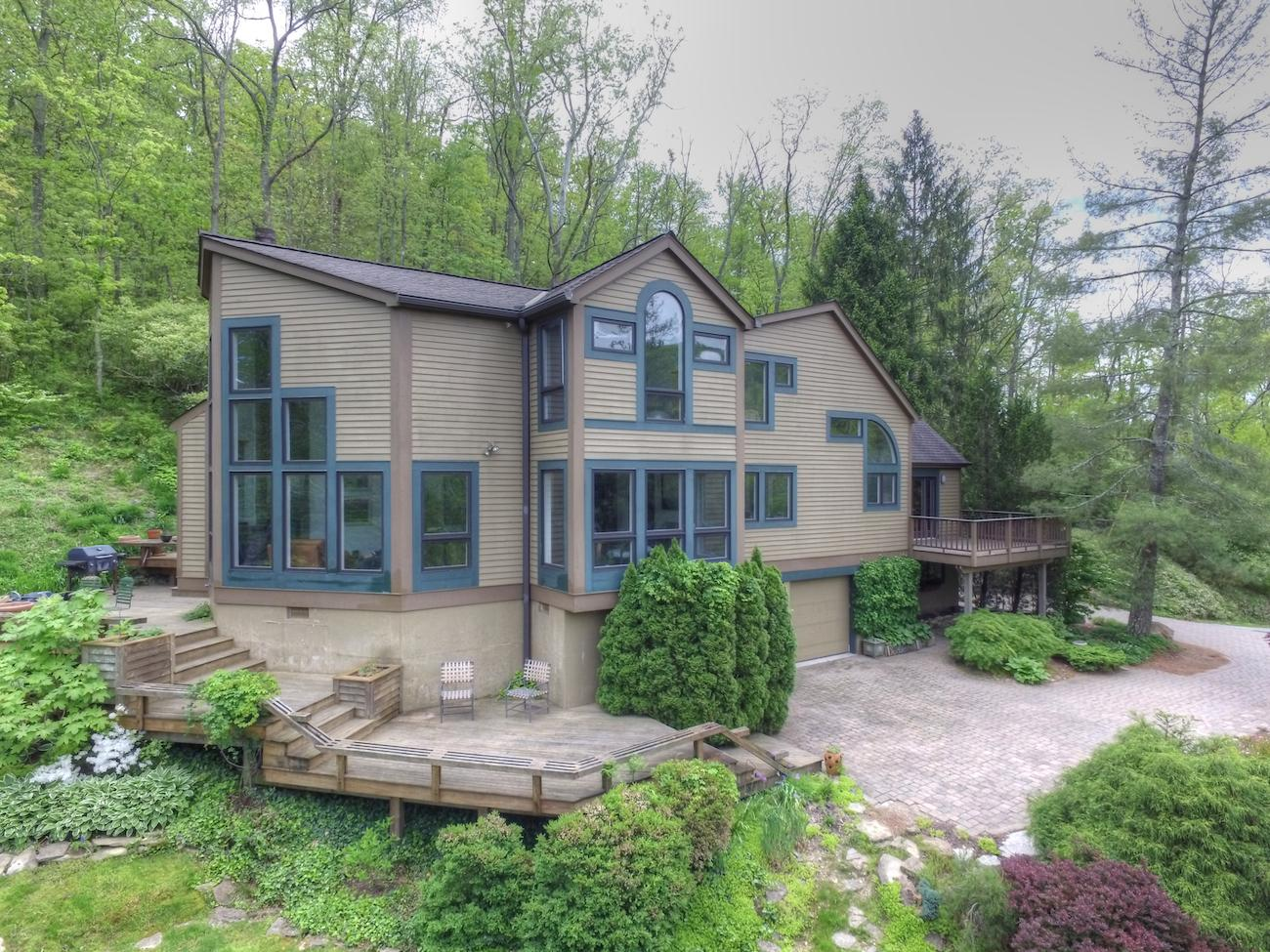 460 Eight Mile Road is a 4-bedroom, 4-bathroom home located on 6.7 acres of land in Anderson Township. And it's currently on the market for $575,000. / Image: Massey Green AVP, courtesy of the Oyler Group at Coldwell Banker West Shell // Published: 6.26.17