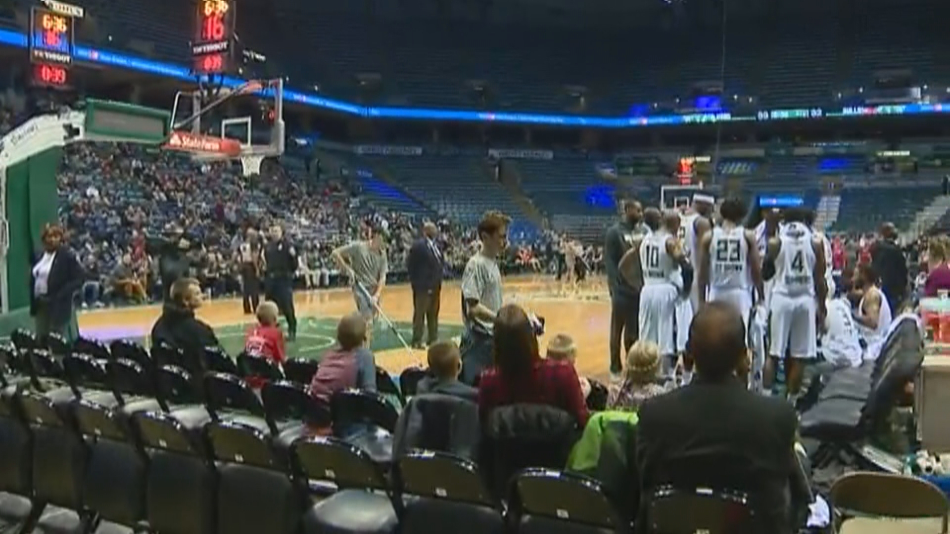Wisconsin Herd fans traveled to Milwaukee to see the team's first game, November 17, 2017. (WLUK)<p></p>