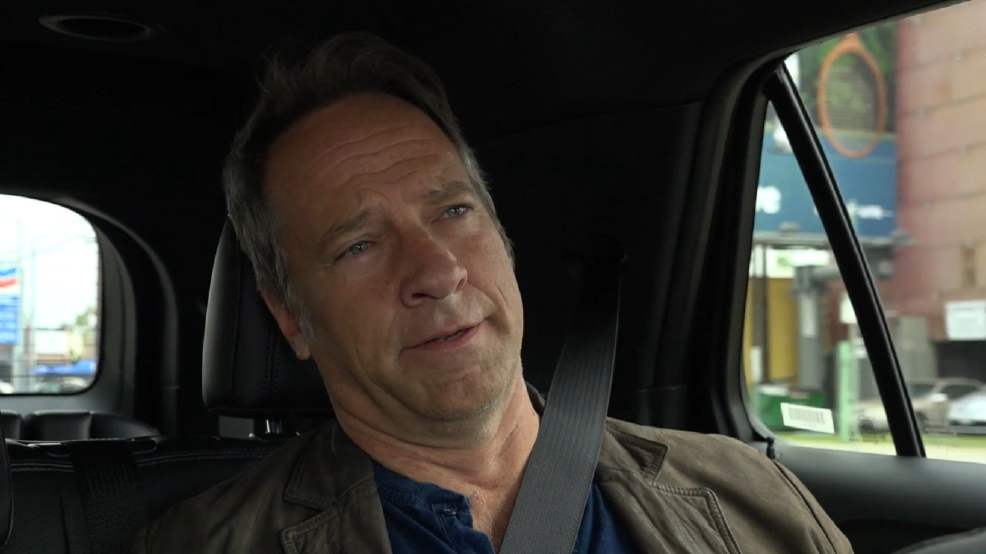 Mike Rowe sings opera in the backseat