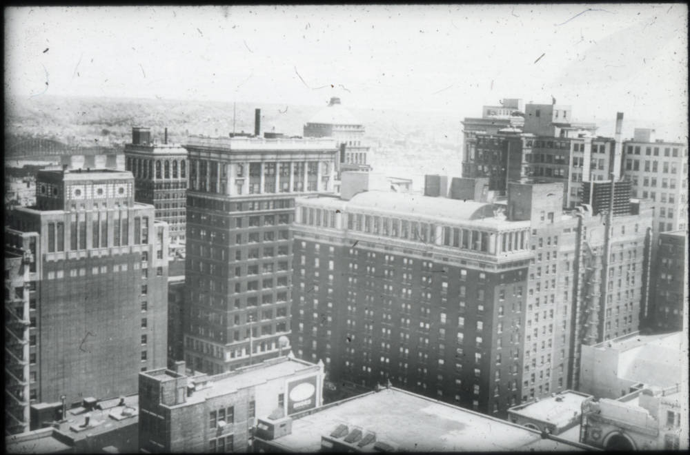 Aerial view of Fountain Square / DATE: Post-1927 / COLLECTION: Public Library of Cincinnati and Hamilton County / Image courtesy of the digital archive of The Public Library of Cincinnati and Hamilton County // Published: 4.4.18