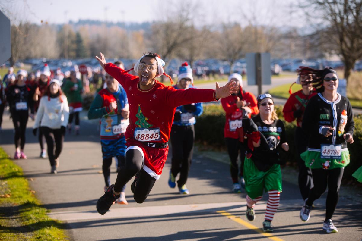 Photos: Ugly sweater season kicks off with a fun run | Seattle Refined