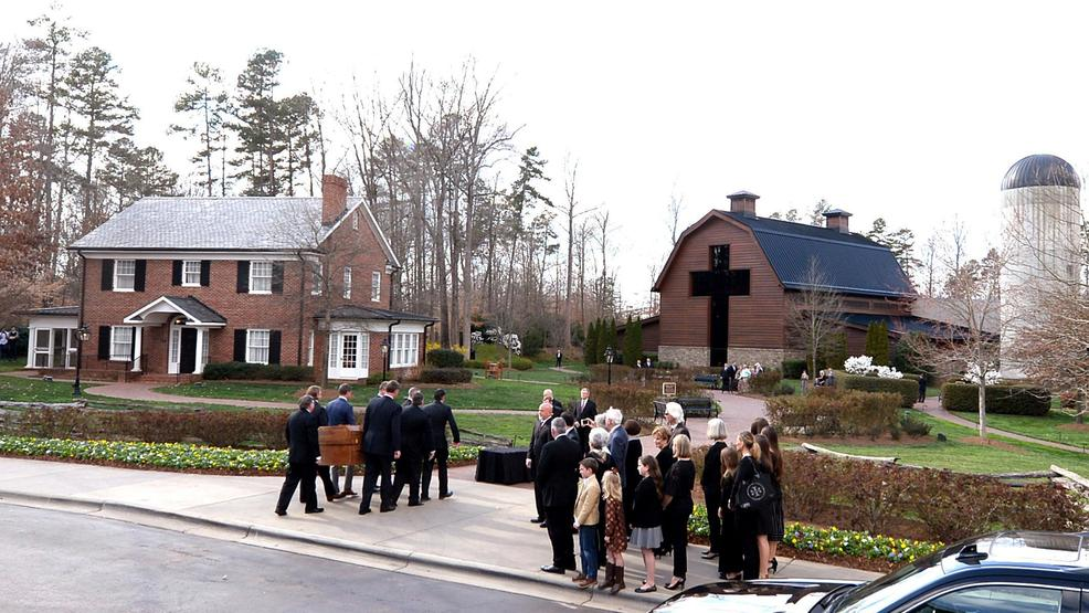 Public paying respects to Billy Graham, who died at age 99