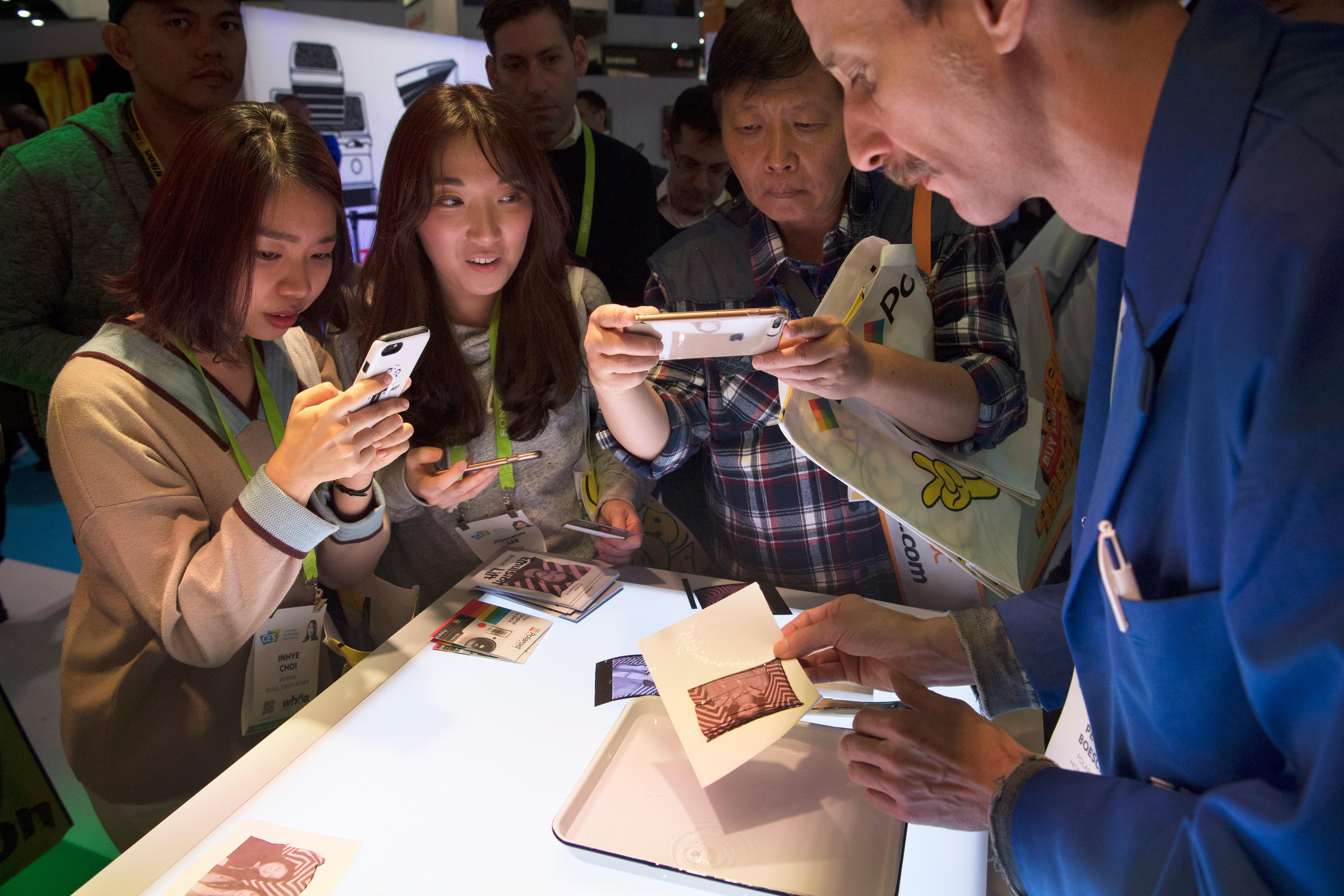 Attendees watch as Heinz Boesch demonstrates a Polaroid emulsion lift technique during the second day of CES Wednesday, January 10, 2018, at the Las Vegas Convention Center. CREDIT: Sam Morris/Las Vegas News Bureau