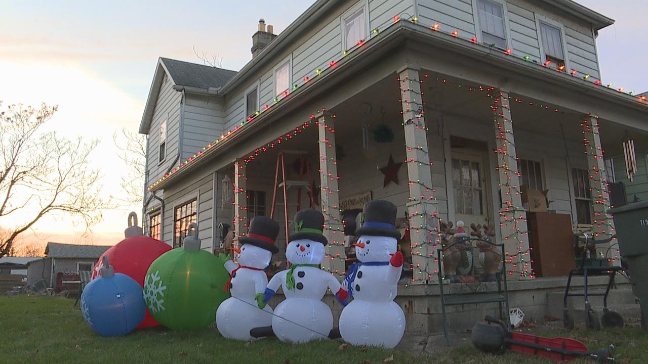 Most of Rodgers Avenue is filled with boarded-up vacant houses. One family said they are the only house that still puts up Christmas decorations. (WSYX/WTTE)