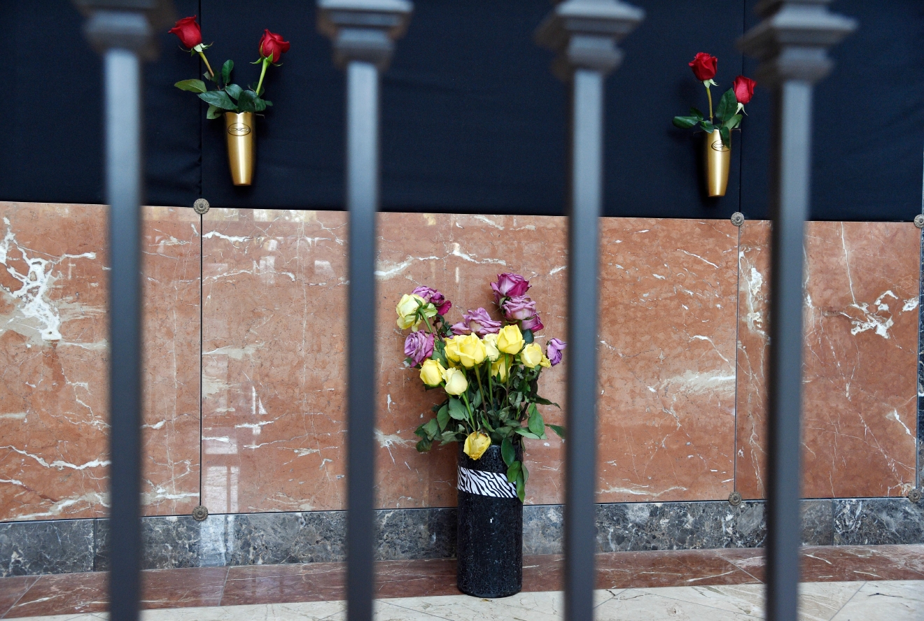 Flowers rest at the Judy Garland Pavilion, a semi-private mausoleum, at Hollywood Forever Cemetery on Monday, Jan. 30, 2017, in Los Angeles. Representatives for the cemetery and the family of Garland say her remains have been moved from New York to the mausoleum. A private unveiling ceremony of Garland's crypt will be held at a later date. (Photo by Chris Pizzello/Invision/AP)