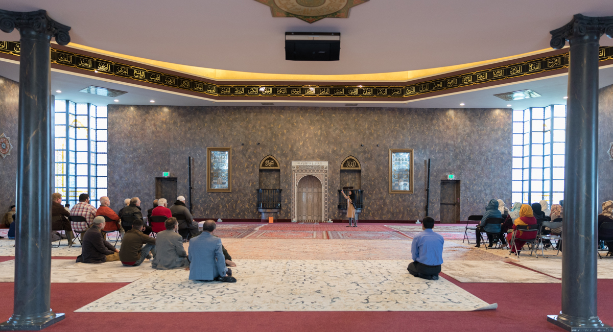 Tour group guests and worshipers at the mosque / Image: Marlene Rounds // Published: 10.21.18
