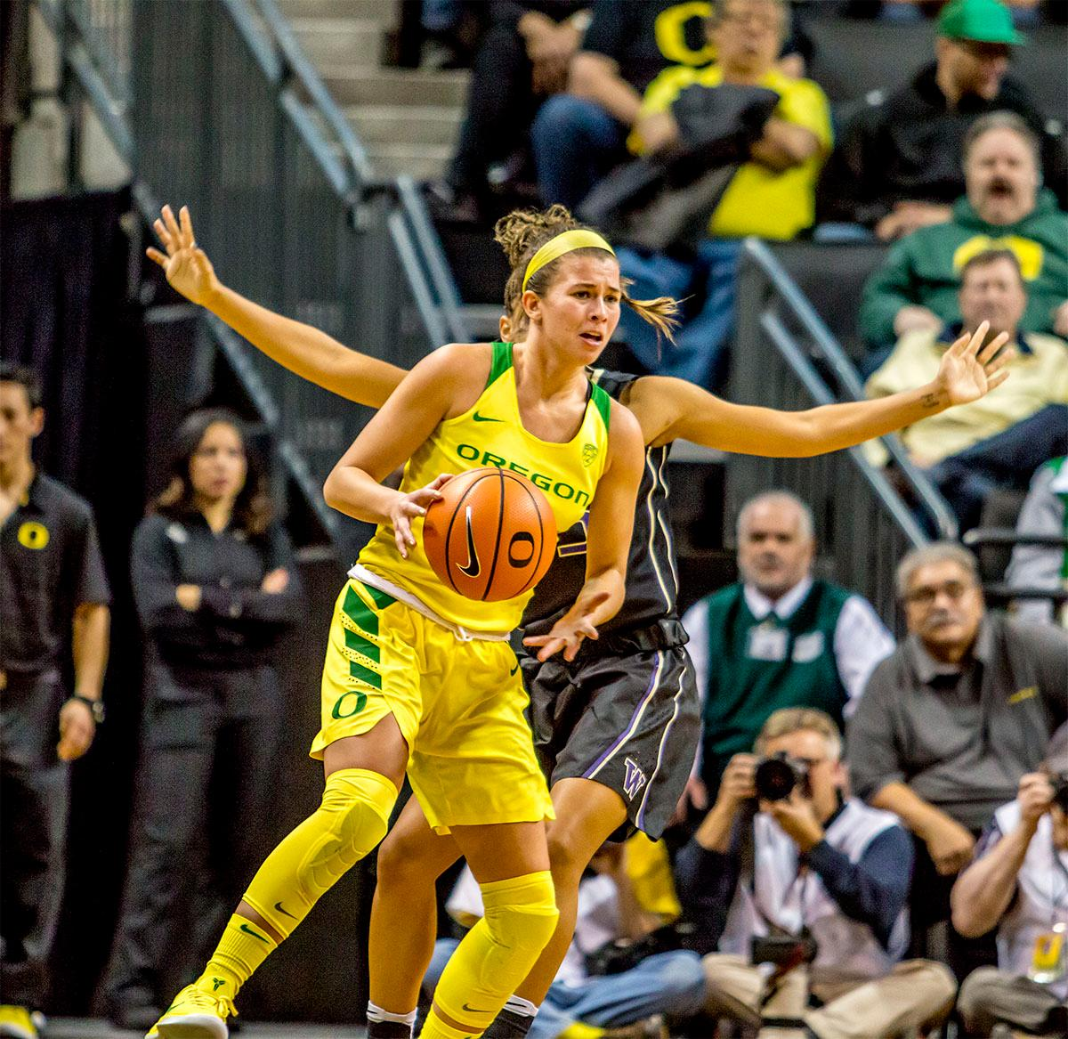 The Duck's Lexi bando (#10) looks for a teammate to pass too. The Oregon Ducks defeated the Washington Huskies 94-83 on Sunday at Matthew Knight Arena. The victory was Head Coach Kelly Graves' 500th career win. Sabrina Ionescu also set the new NCAA all time record of 8 triple doubles in just 48 games. The previous record was 7 triple doubles in 124 games, held by Susie McConnell at Penn State. The Ducks will next face off against USC on Friday January 5th in Los Angeles. Photo by Rhianna Gelhart, Oregon News Lab