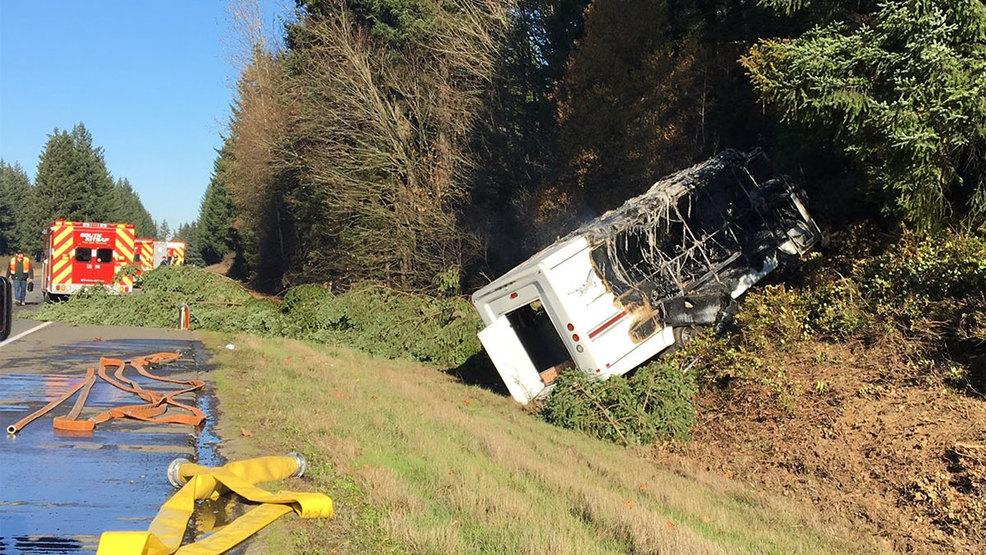 1 killed as Kitsap Airporter bus crashes on S R  16 | KIMA