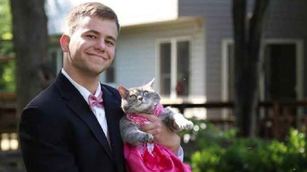 Single Md Teen Takes The Purr Fect Date To His Prom