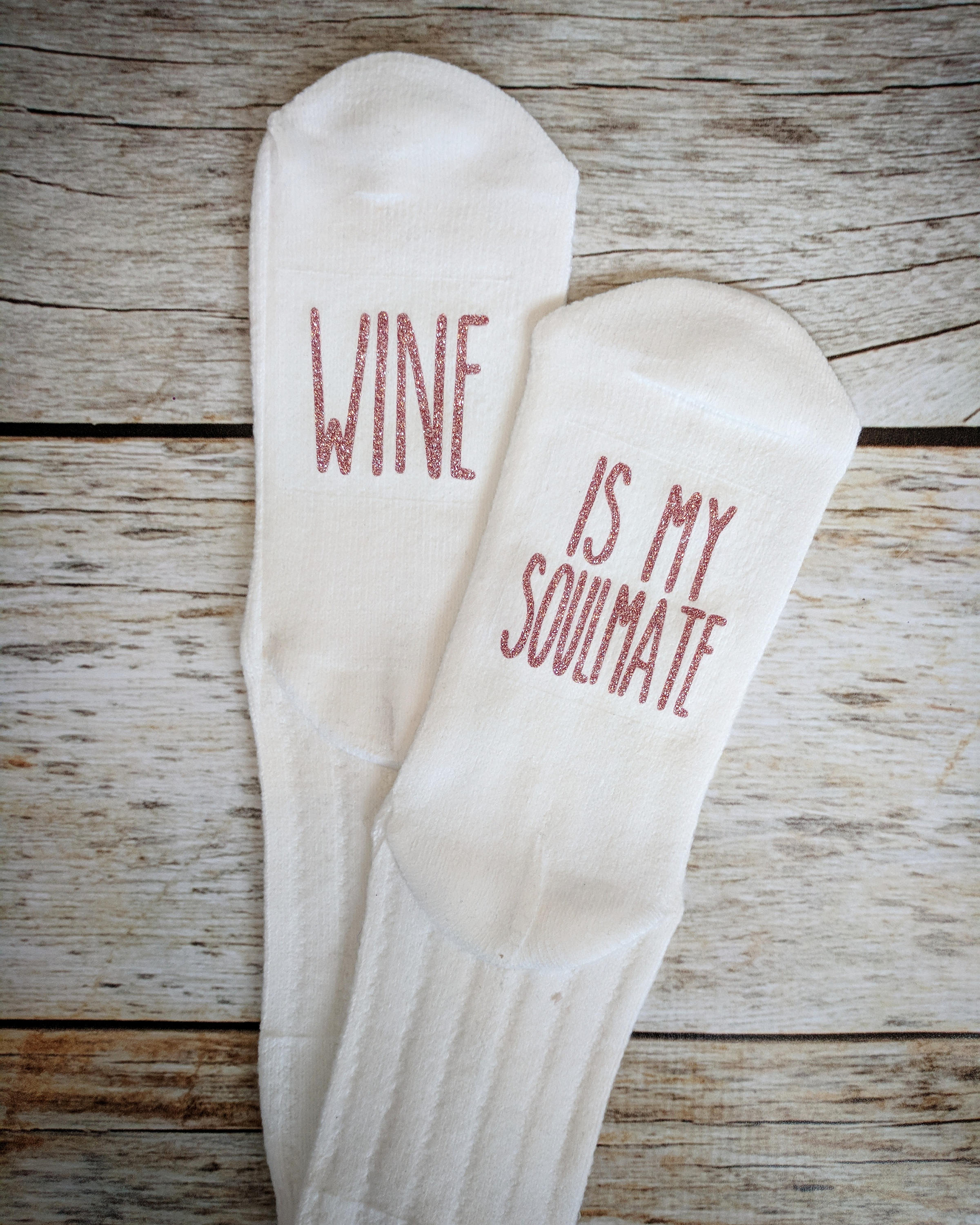 Wine socks from 2troubleboys Etsy // Price: $12.95 // (Image: 2troubleboys //{&amp;nbsp;}http://etsy.me/2nIT9xy)<p></p>