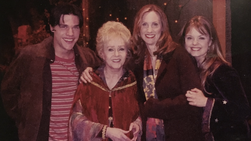 Original cast to reunite in real-life Halloweentown to honor ...
