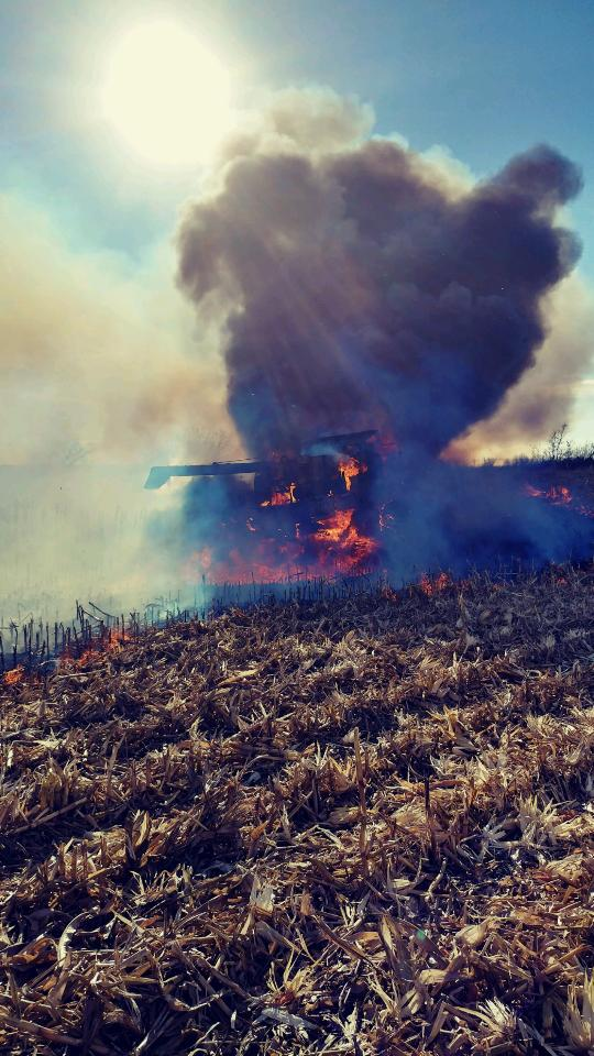 Daren captures flames and smoke, moments after escaping combine fire. (Daren Niemeyer/twitter.com/dbnfarms)