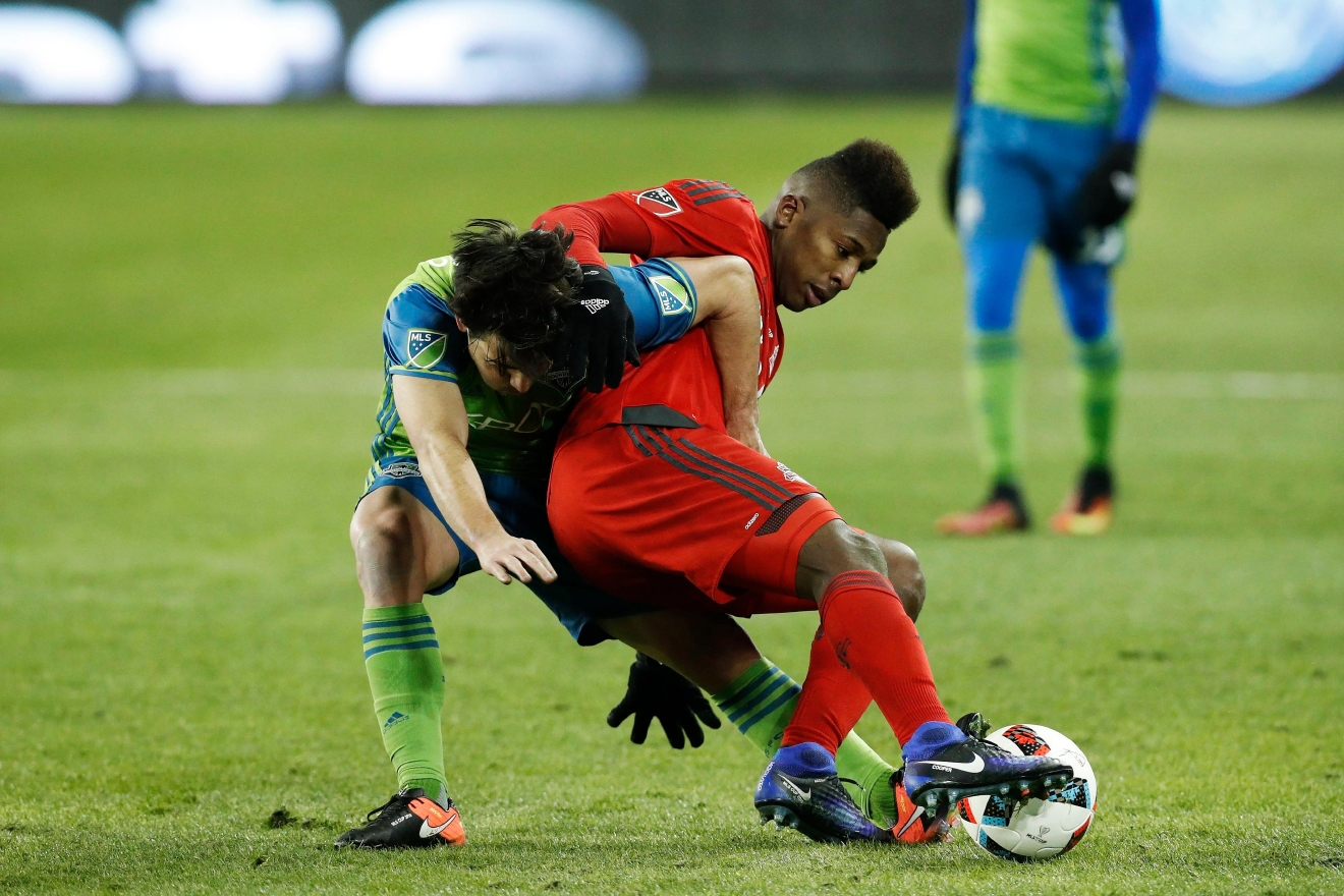 Seattle Sounders midfielder Nicolas Lodeiro, left, and Toronto FC midfielder Armando Cooper battle for a ball during first-half MLS Cup final soccer action in Toronto, Saturday, Dec. 10, 2016. (Mark BlinchThe Canadian Press via AP)