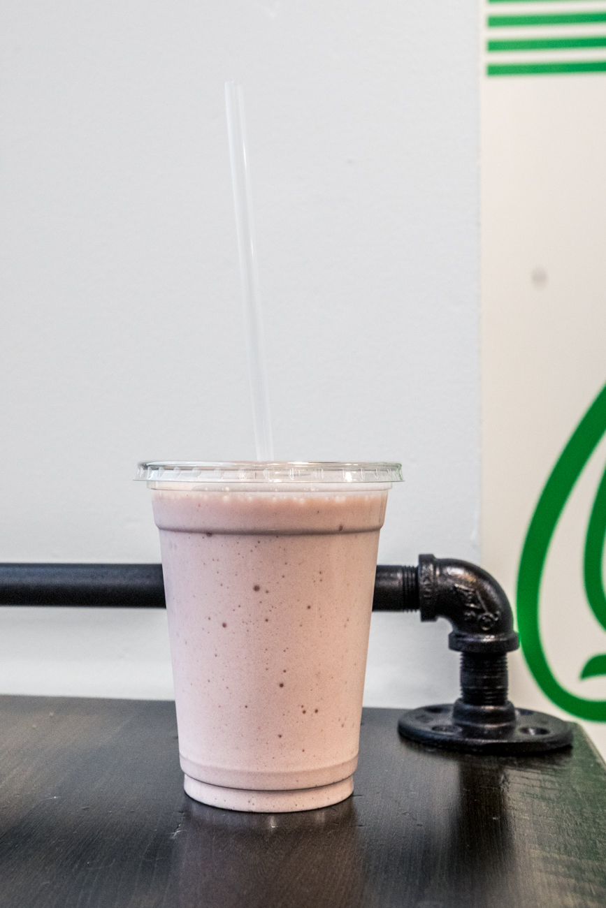 Strawberry banana smoothie / Image: Catherine Viox // Published: 1.5.20
