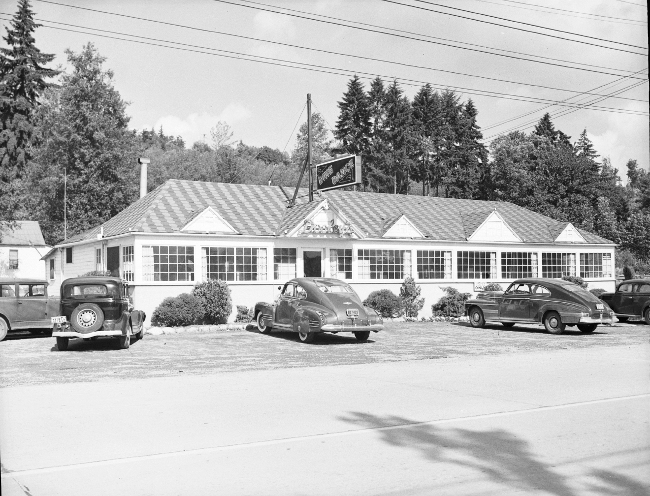 Dooley's was located at 7414 Sand Point Way NE and is currently home to 60th Street Bakery. (Image: Seattle Municipal Archives / flickr).