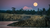 Photos: Full moon rising over the Pacific Northwest
