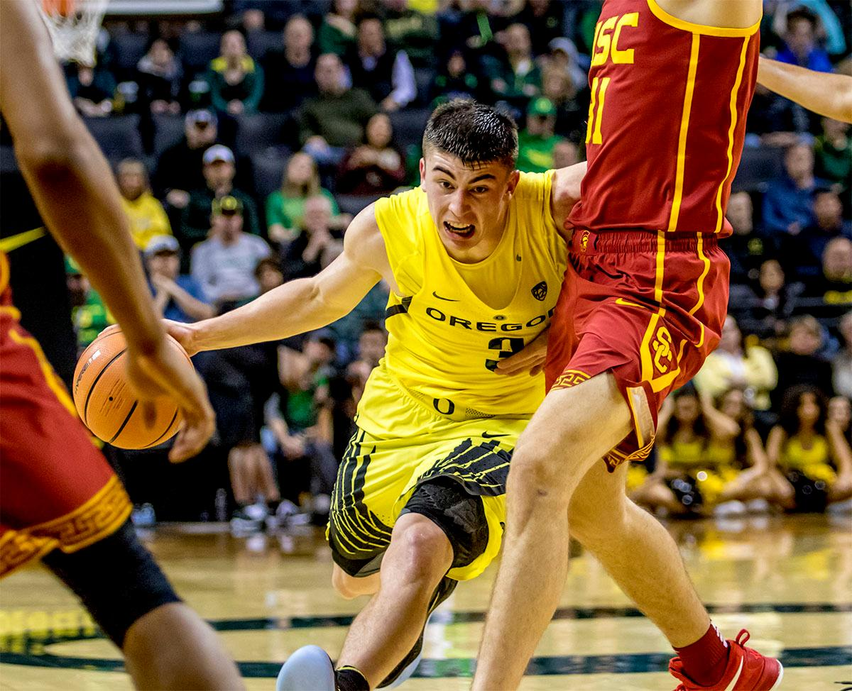 The Duck's Payton Pritchard (#3) runs the ball towards the basket. The UO Ducks basketball team suffered a loss to the USC Trojans, 75-70, at Matthew Knight Arena on Thursday. Payton Pritchard lead the scoring with 18 points. The Duck?s are now 2-4 in conference play and 12-7 overall. The Ducks will next play the UCLA at Matthew Knight Arena at 7:15 p.m. on Saturday, Jan. 20. Photo by August Frank, Oregon News Lab