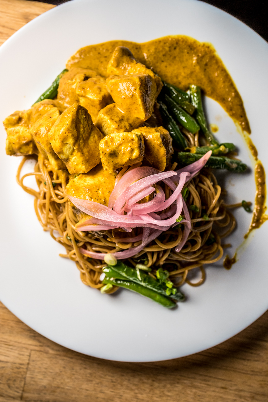 Crispy chicken noodle with green beans and pickled onion / Image: Catherine Viox // Published: 1.15.20