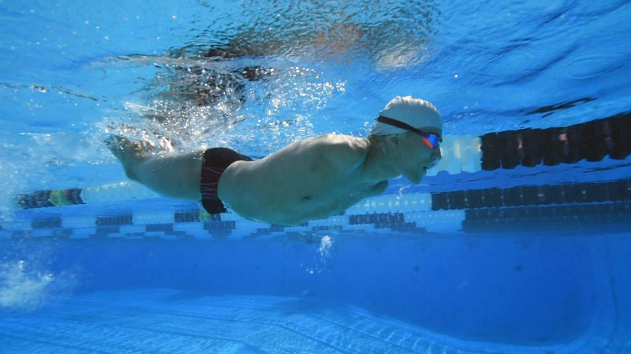Abbas Karimi trains in the pool at Mt. Hood Community College. (Photo: Chris Liedle, KATU Reporter)