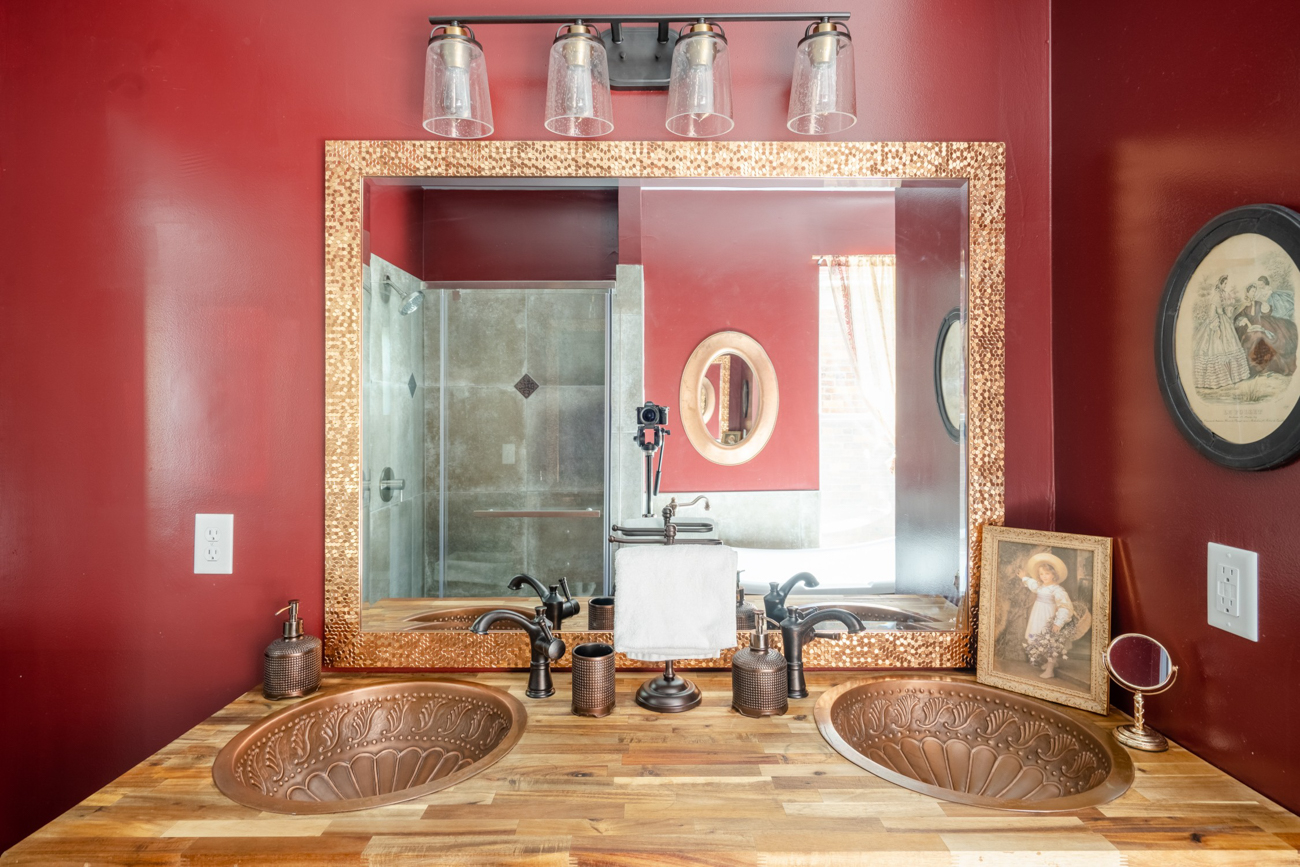 The master bathroom is strikingly memorable. / Image courtesy of Tom Sinclair // Published: 1.16.20