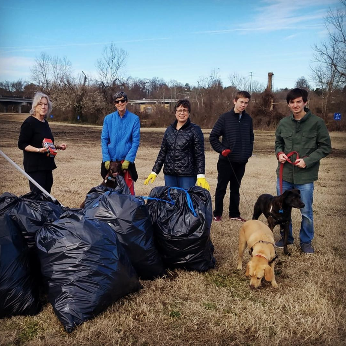 These pups are helping with the cleanup even though federal employees aren't able to make it to our national parks. (Image via @photobyfrommyporchtoperu)