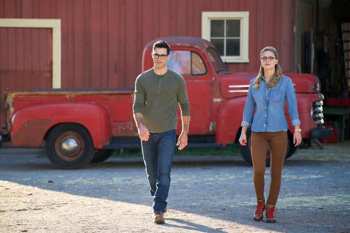"The Flash -- ""Elseworlds, Part 1"" -- Image Number: FLA509a_0458b2.jpg -- Pictured (L-R): Tyler Hoechlin as Clark Kent and Melissa Benoist as Kara/Supergirl -- Photo: Shane Harvey/The CW -- �© 2018 The CW Network, LLC. All rights reserved"