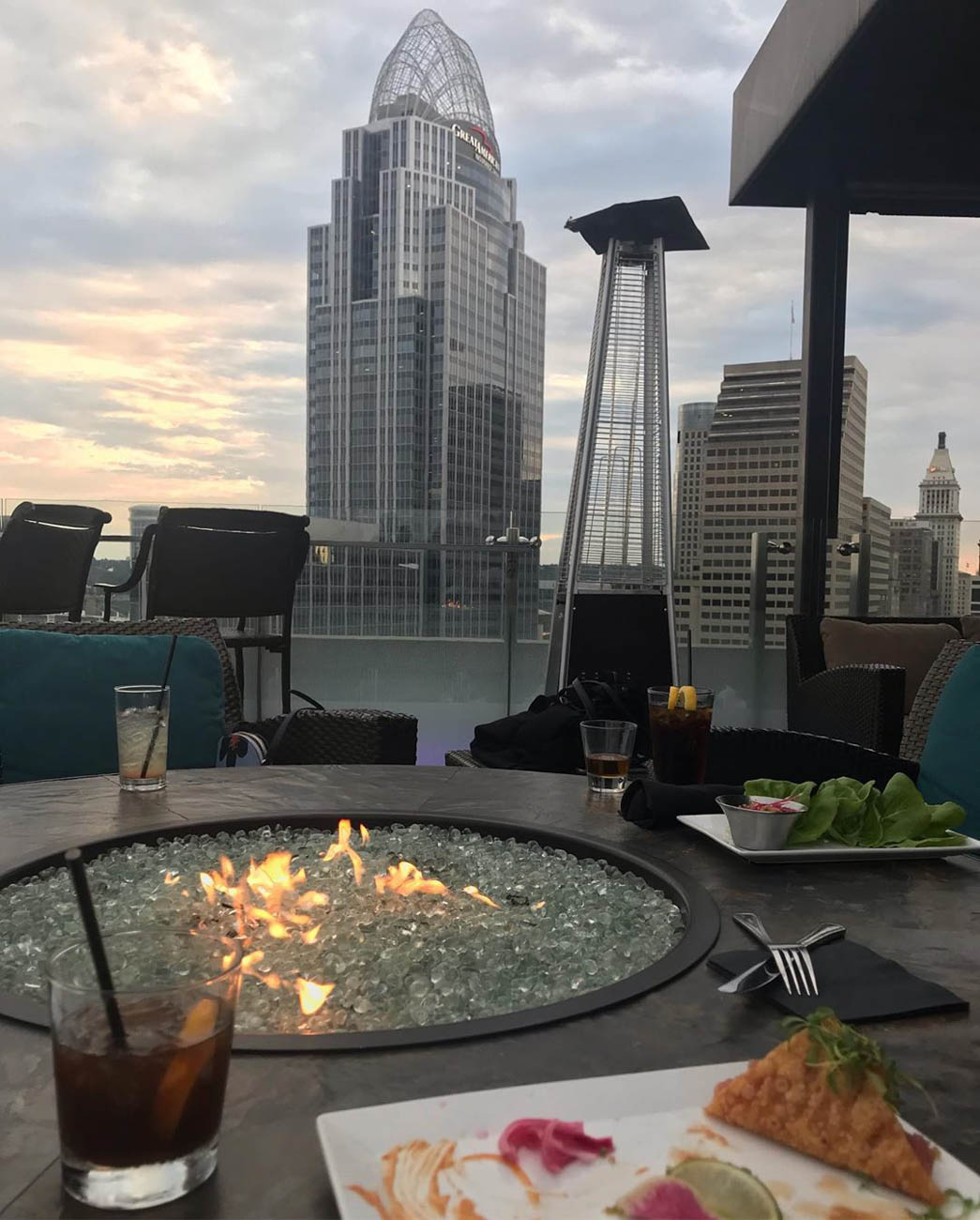 Reveling in scenic views from Top of the Park at The Phelps and other fantastic rooftop bars... / Image courtesy of Instagram user @deniszamorski   // Published: 9.23.19<br>