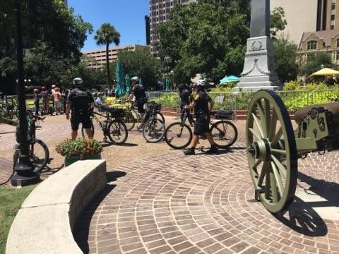 Groups hold 'Save the Confederate Monument' rally at Travis Park (Photo: SBG San Antonio)