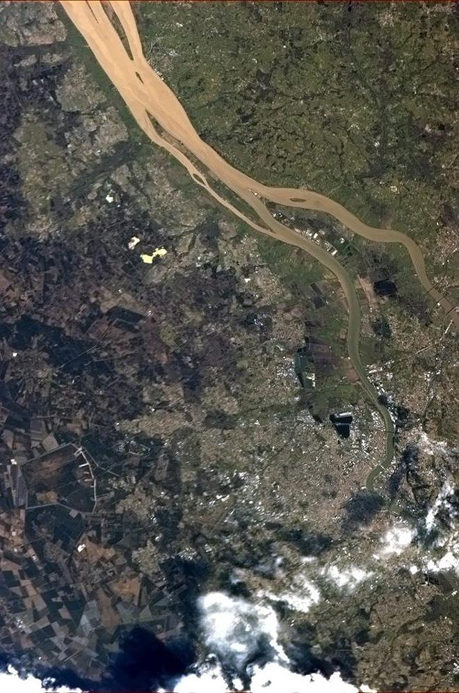 Bordeaux, France, si célèbre pour ses grands vins, so famous for its fine wines. (Photo & Caption: Chris Hadfield/NASA)