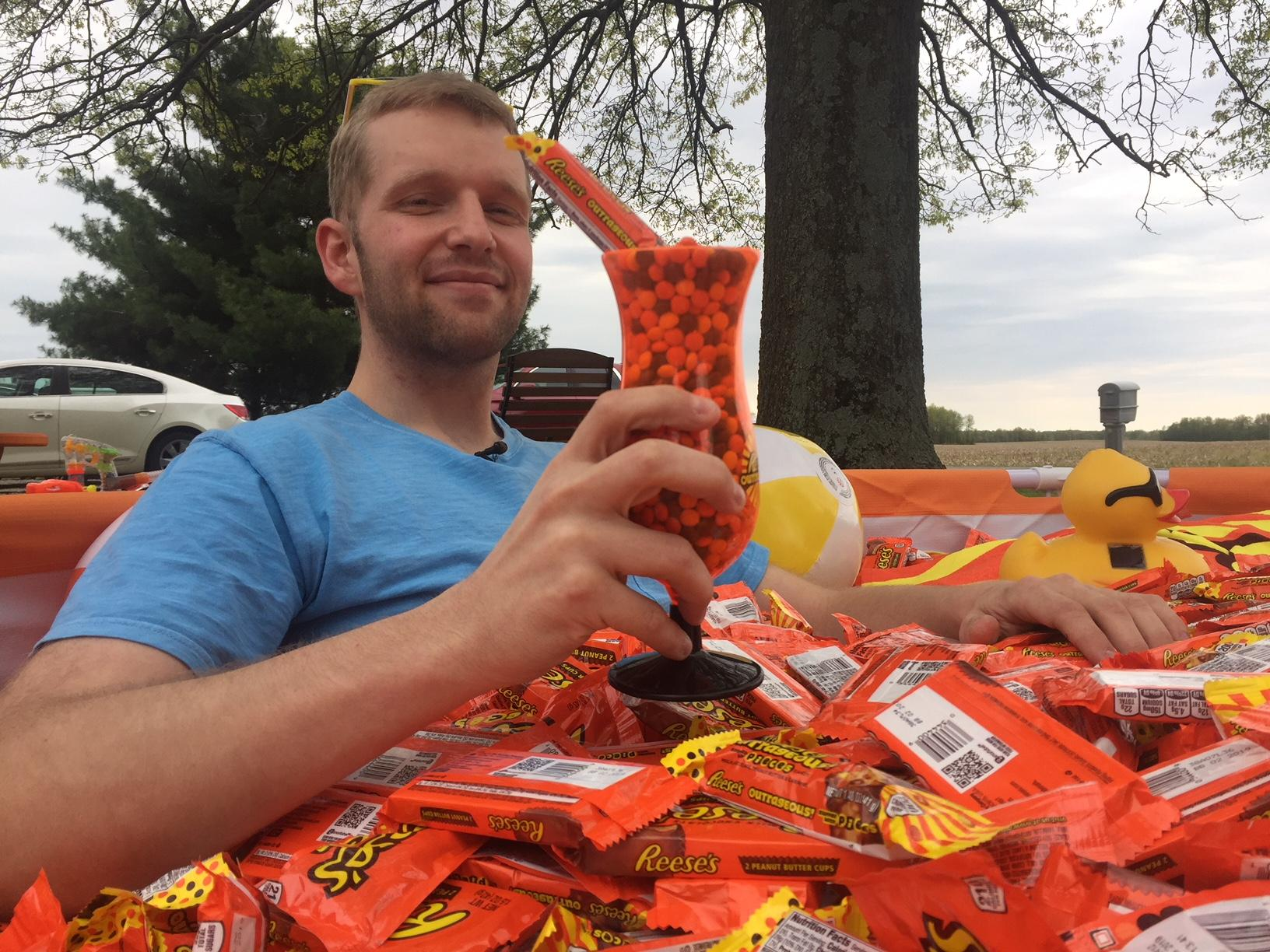 Reese's gave Jon Ernst the surprise of a lifetime to thank him for his viral photo on Reddit. (WSYX/WTTE)