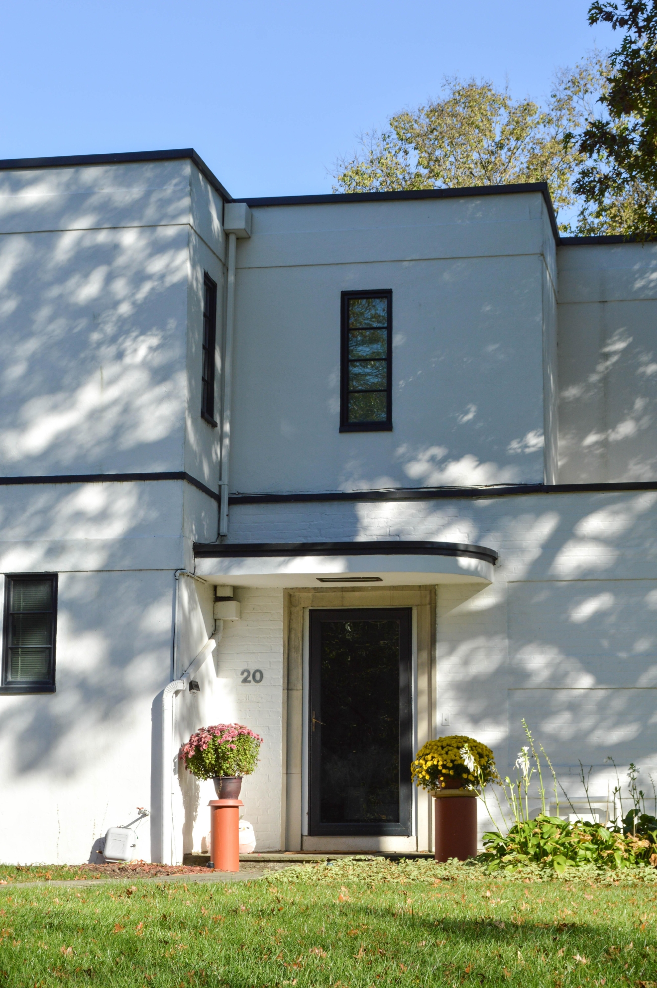 An art deco home from the 1930s. The Mansions of Clifton Tour was hosted by Photocorps on Sunday, Oct. 23. The tour began at the Clifton Cultural Arts Center. / IMAGE: Liliana Dillingham / PUBLISHED: 11.9.16