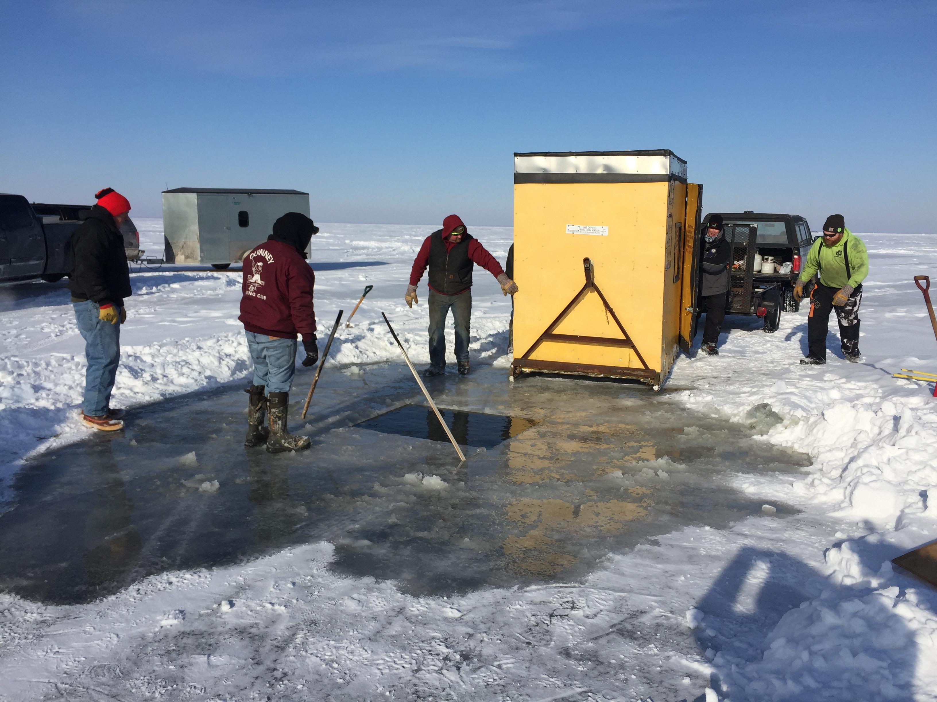 Sturgeon spearing shanty to be moved over Lake Winnebago hole, February 8, 2018 (WLUK/Eric Peterson)