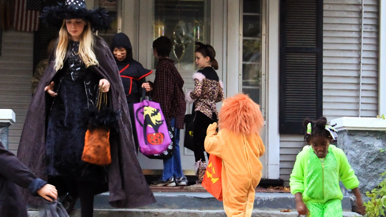 Kids trick-or-treating during Halloween. (Courtesy: MGN Online)<p></p>