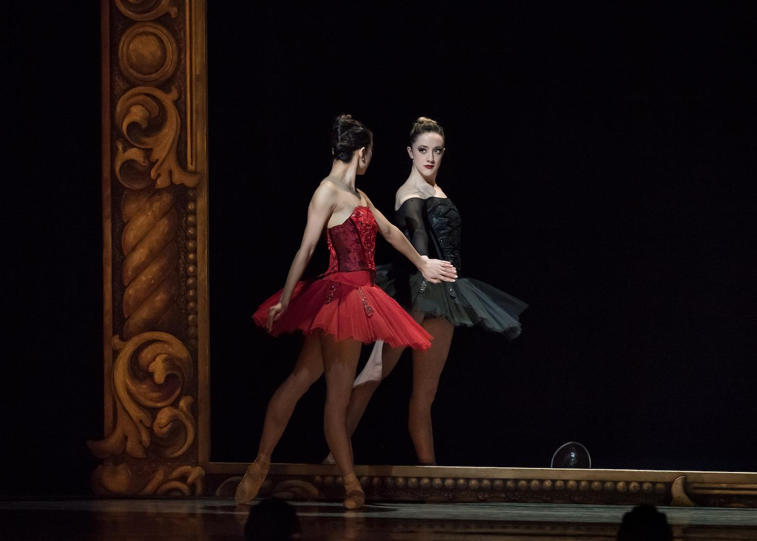 "Pictured: Cincinnati Ballet dancers Sirui Liu and Samantha Griffin in ""Facades"" / Event: Director's Cut, Musical Masters (March 15-18) / Image: Peter Mueller // Published: 4.5.18"