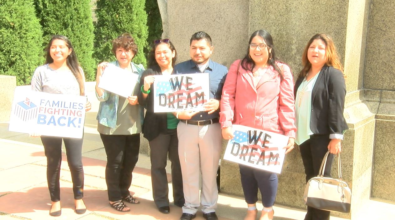 DACA youth from Columbus arrive at State Capitol to show support for other DREAMERS (NTV News)