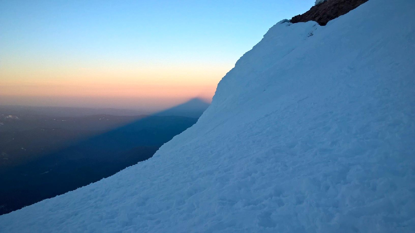 Mount Hood casts a shadow (Jonathan Rawlings/CC by 2.0)
