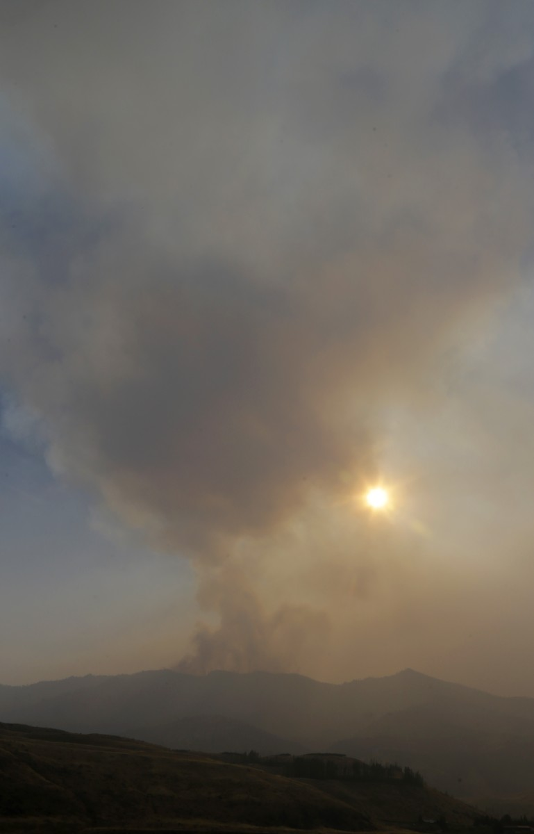 Fire crews eye weather as heat, wind build in parts of ...