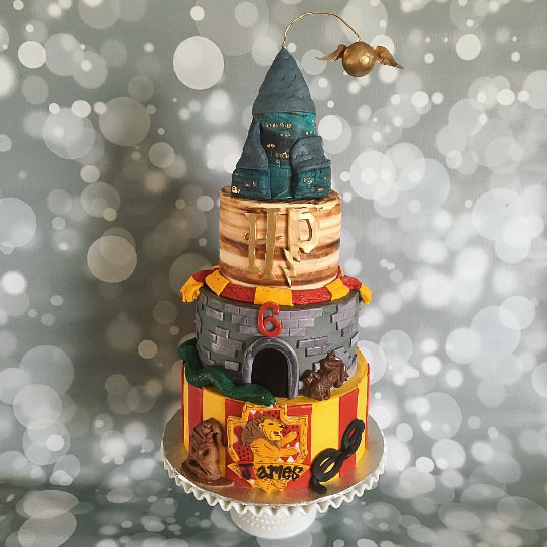 Harry Potter cake / Image courtesy of Oliver's Desserts // Published: 3.17.18