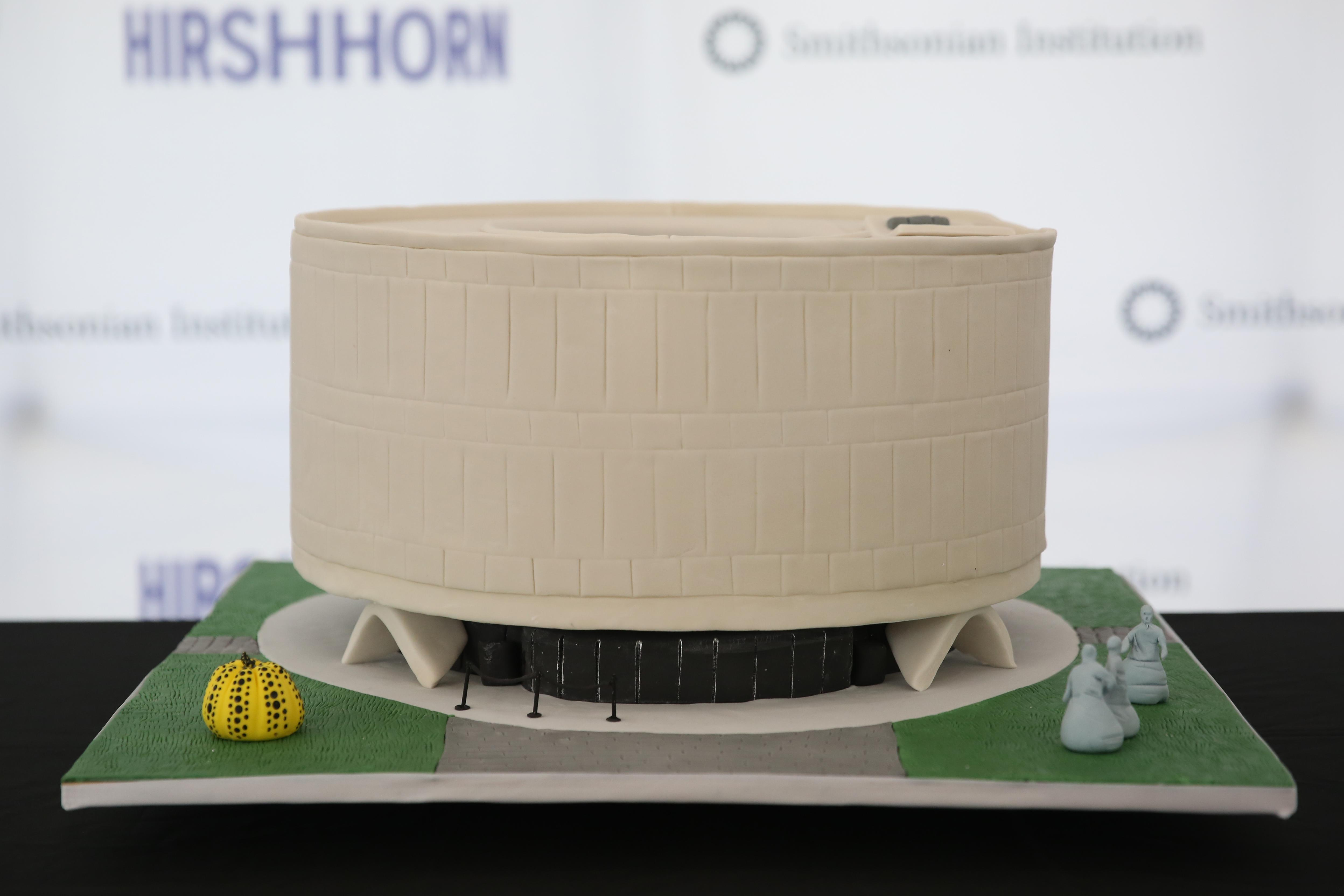 The Hirshhorn in cake form. (Amanda Andrade-Rhoades/DC Refined)