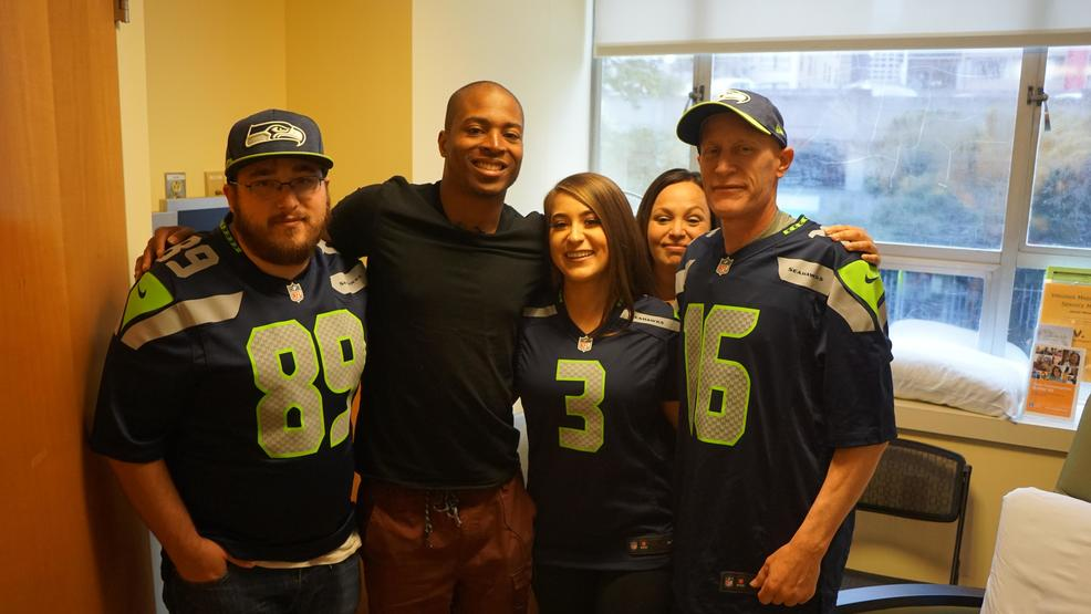 Photos: Seattle Seahawks' Tyler Lockett visits Virginia Mason cancer patients